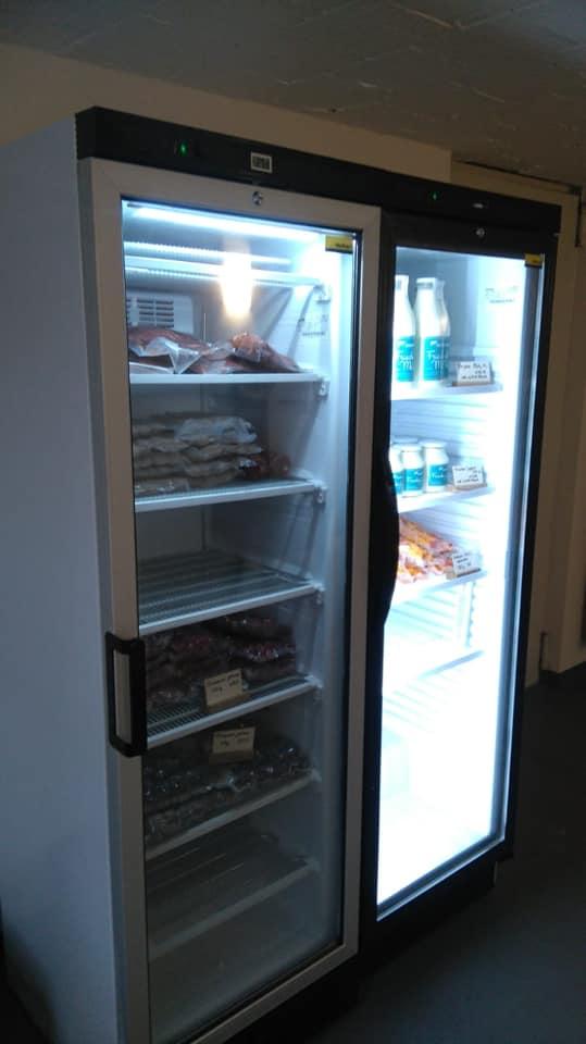 Auch Fleisch- und Milchprodukte sind bei uns im Angebot im Hofladen. Es gibt Rind, Schwein Lamm sowie Joghurt und Milch